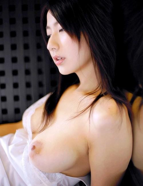 【美乳エロ画像】綺麗なおっぱい見たい女の子のエロ画像