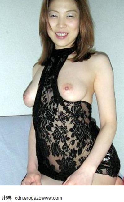人妻熟女の年齢と共に熟した垂れ乳